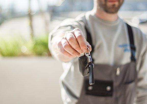 czy warto zostać mechanikiem samochodowym?